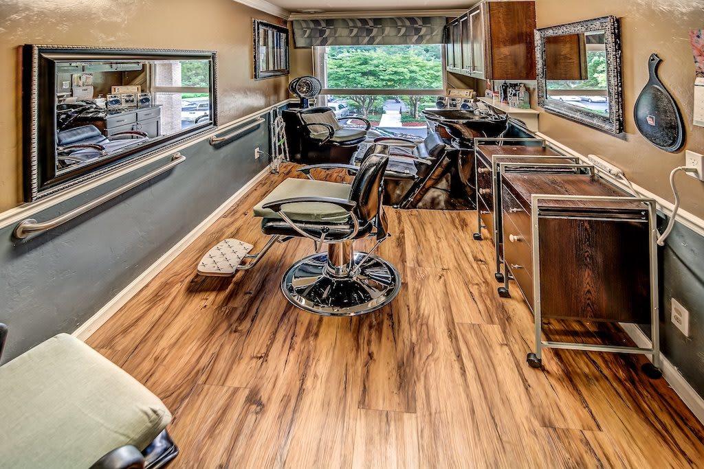 Pacifica Senior Living Woodmont Beauty Salon